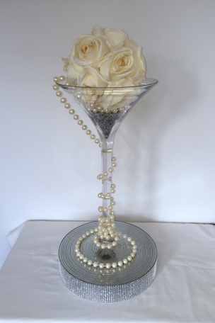 Cocktail Vase with Rose Ball & Sparkle Plinth